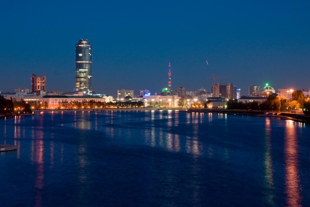 Das Zentrum von Jekaterinburg am Abend