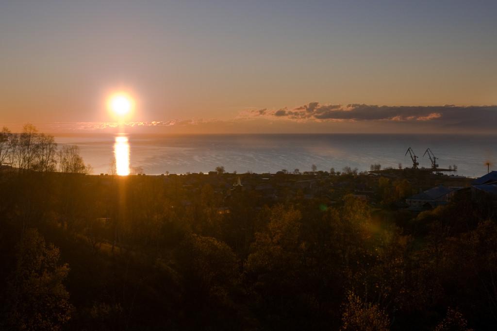 Sonnenaufgang über dem Baikalsee, aufgenommen aus dem Zug nach Wladiwostok