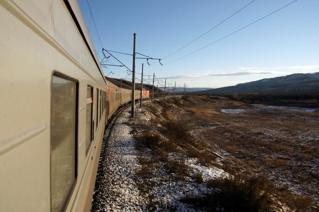 Zugfahrt durch die zauberhaften Landschaften Sibiriens