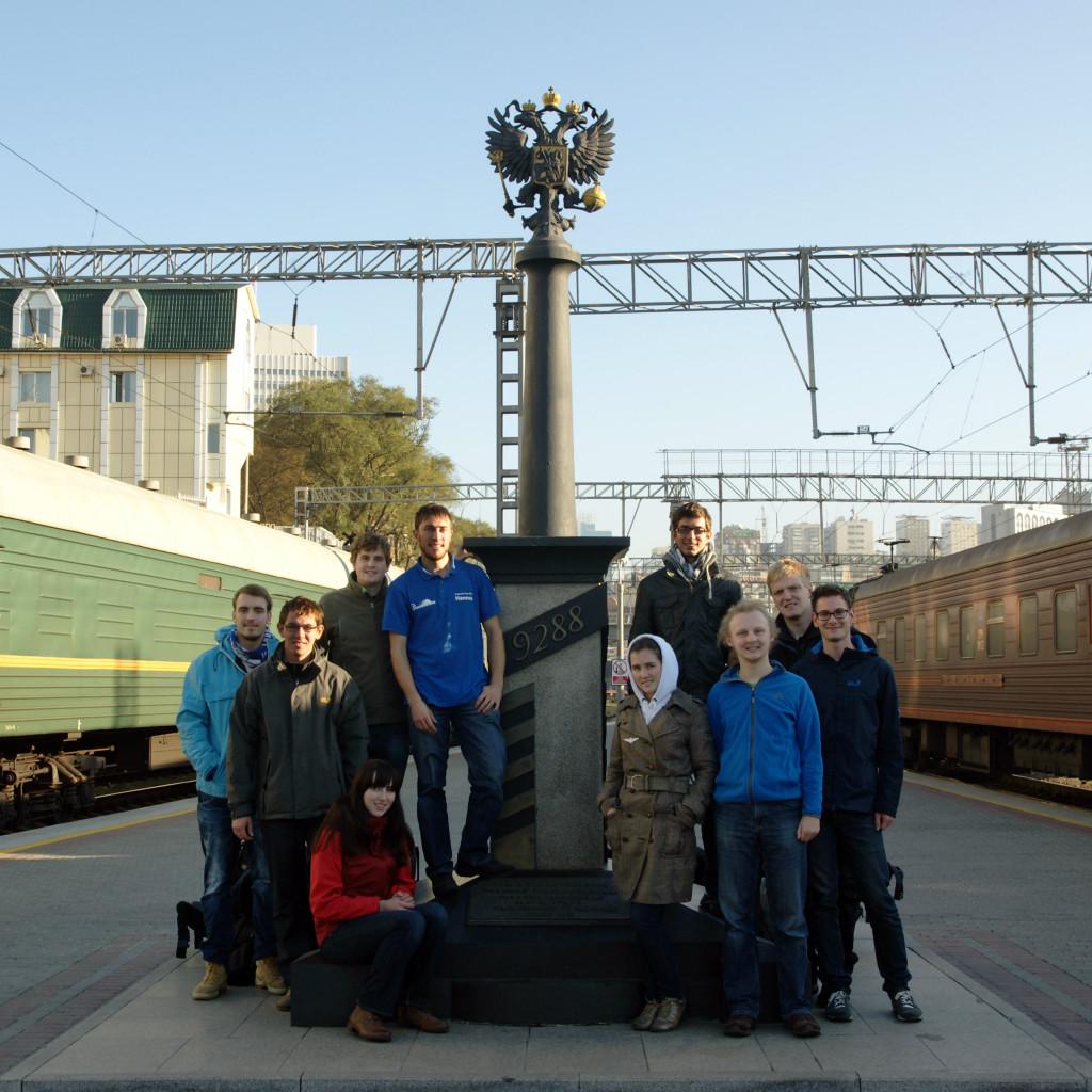 Ziel erreicht! Kilometer 9288 der Transsibirischen Eisenbahn