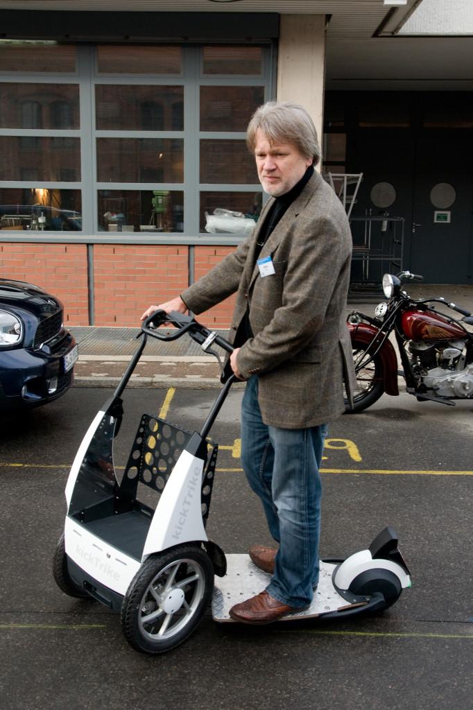 Sehr interessante Erfindung, das Kick-Trike - Verkehrsmittel der Zukunft?