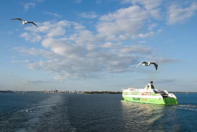 Abfahrt mit der Fähre nach St. Petersburg.