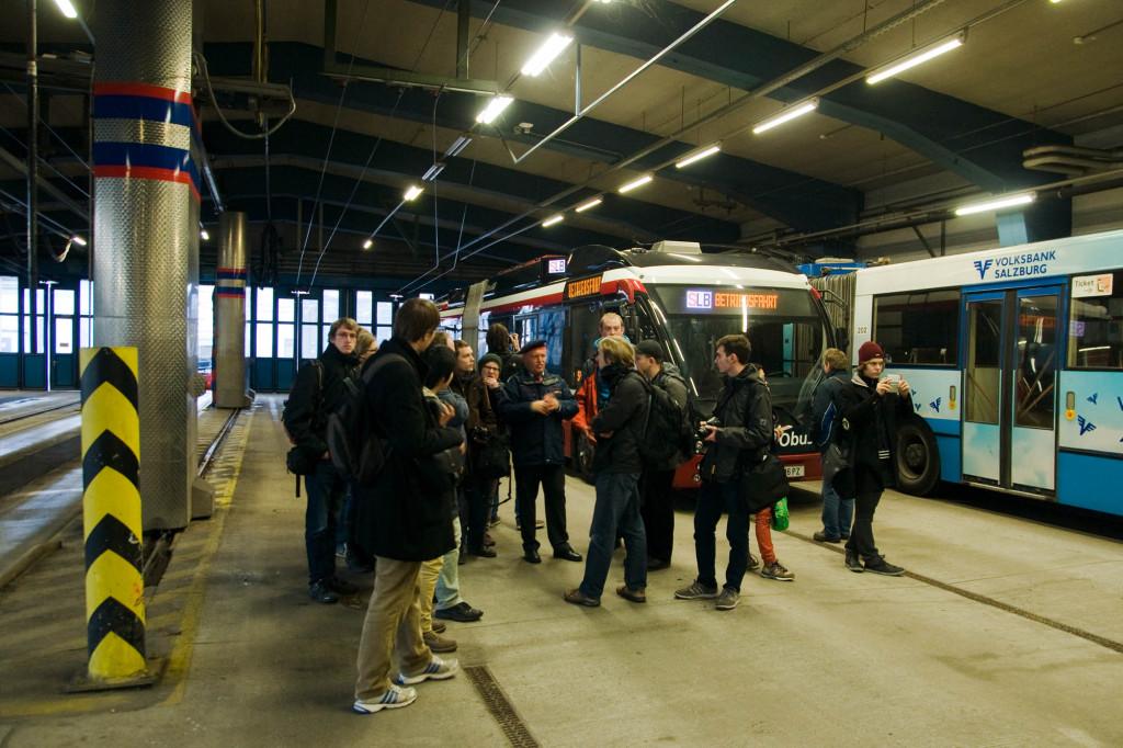 Rundgang durch den O-Bus-Betriebshof mit dem Leiter, Herr Perwerschlager. In den nächsten Jahren soll er durch einen Neubau ersetzt werden.