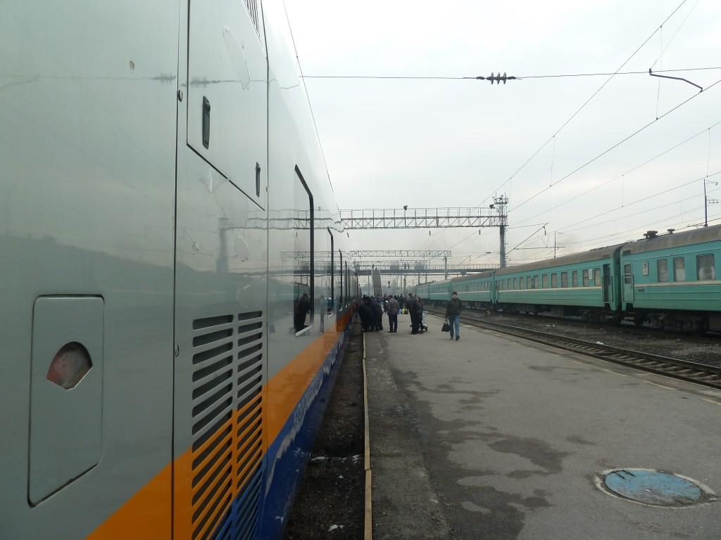 Talgo nach Astana. Diese Züge sollen bald den Großteil der älteren Züge ersetzen.