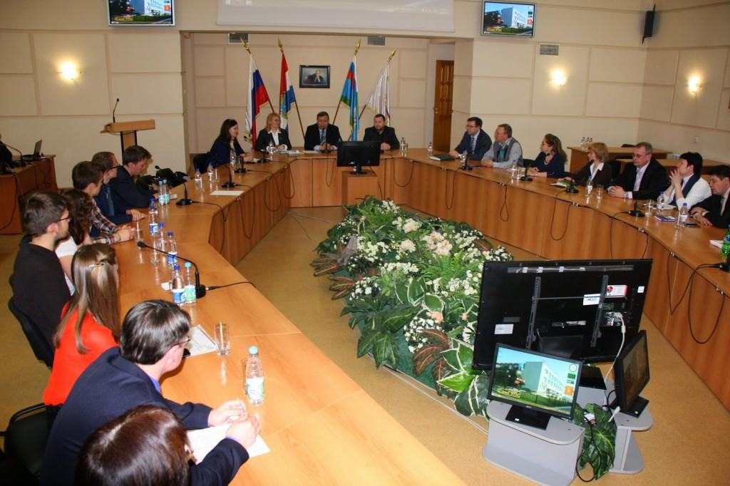Beim Treffen mit dem Rektor und mit Vertretern der RZD