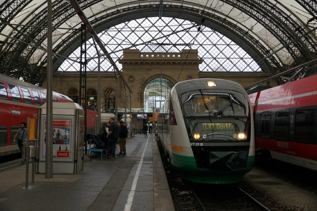 Unspektakulär geht es in Dresden Hbf mit dem Trilex nach Görlitz los.