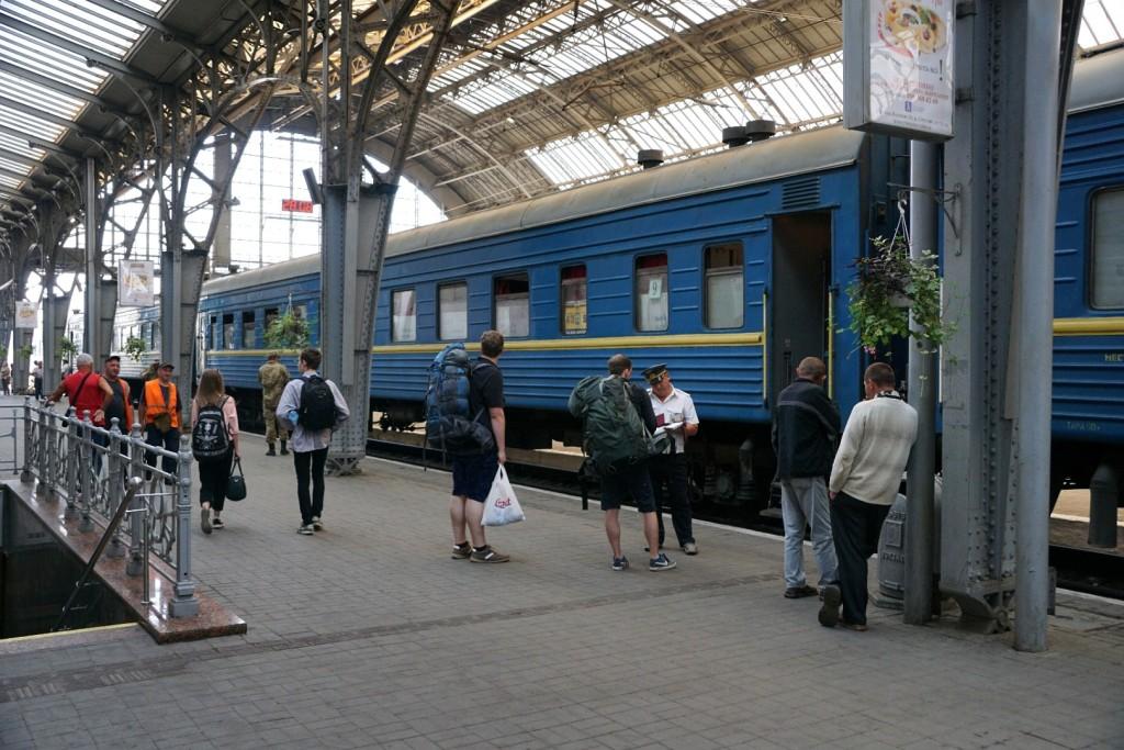 Unser Wagen im Zug von Lemberg nach Moskau vor der Abfahrt in Lemberg.