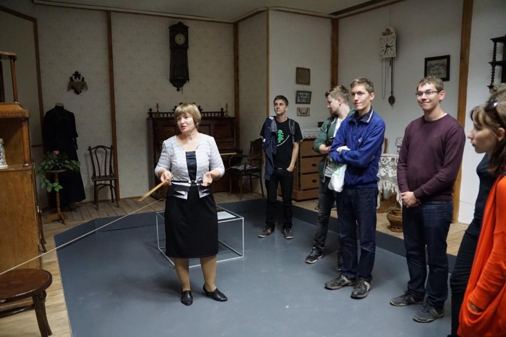 Führung durch die wolgadeutsche Abteilung des Heimatkundemuseums