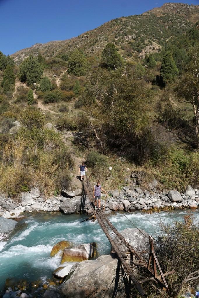 Brückenkonstruktionen der besibderen Art im Gebirge