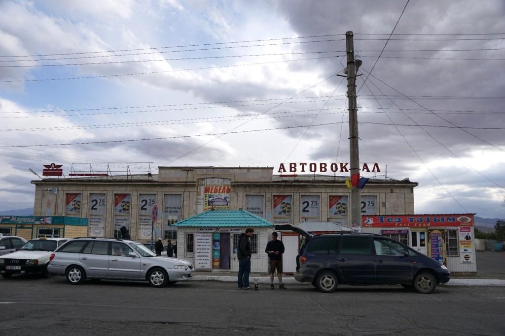 Preisverhandlungen am Busbahnhof