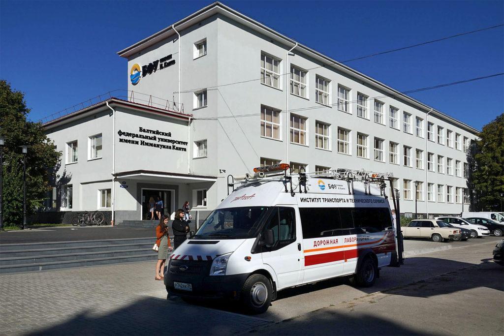 Straßeninspektionsfahrzeug der Baltischen Universität in Kaliningrad