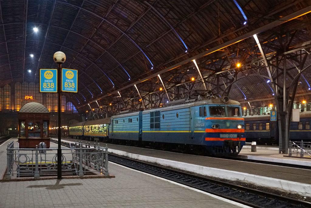 Nachtzug von Lemberg gen Westen, bestehend aus den Kurswagen nach Breslau und Warschau